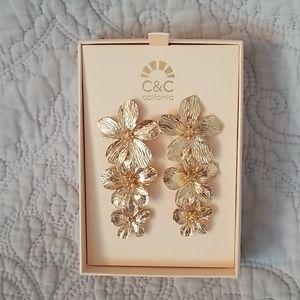 🦋3/$30🦋C&C California Gold Flower Drop Earrings
